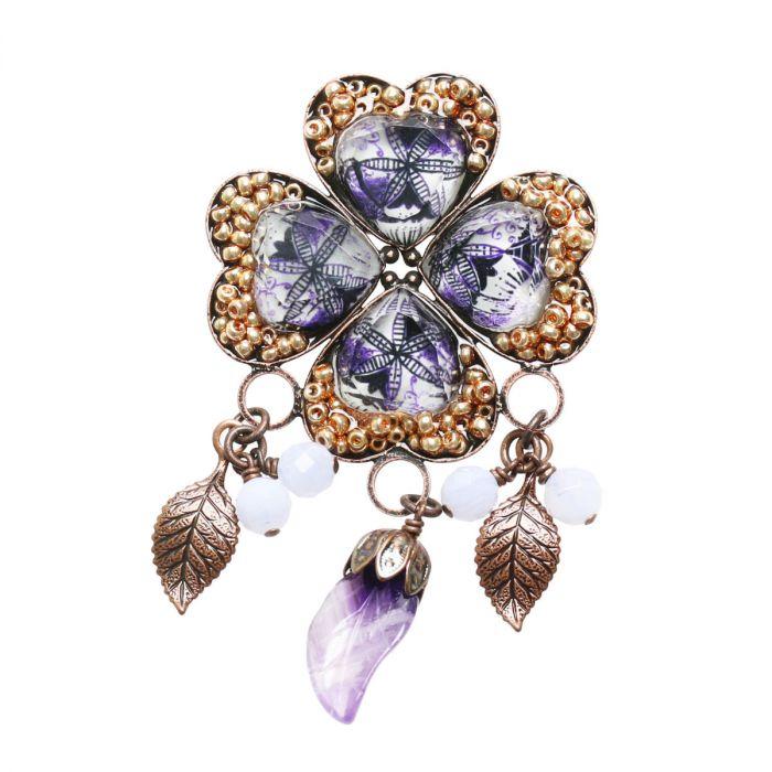 紫の四つ葉のブローチ
