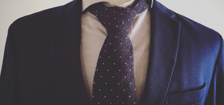 紺ジャケットにネクタイ